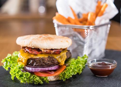 Der Stadthotel-Cheeseburger